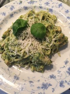 Another great one of Jo's recipes: Pasta with a Pesto made from Avocado, Spinach, Pecan's and Basil (+ a few more). This must be the best pasta I have ever eaten! Would leave every tomato sauce behind for this one!