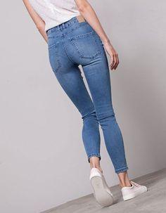 613c814e3c7 10 Reglas de moda para lucir más alta sin tacones. Pantalones Skinny  MujerPantalones ...