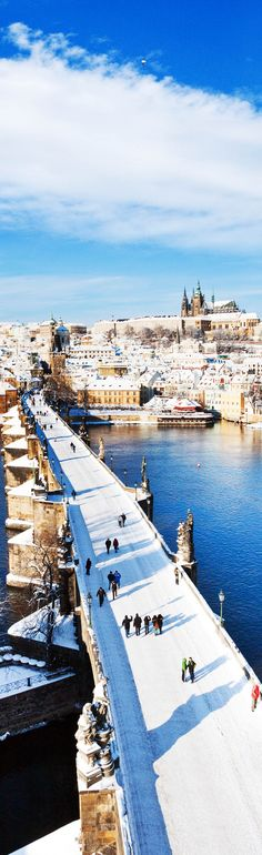 Prague castle and Charles bridge, Prague (UNESCO), Czech republic. Prague is so classy Places Around The World, Oh The Places You'll Go, Travel Around The World, Places To Travel, Places To Visit, Around The Worlds, Wonderful Places, Beautiful Places, Week End En Amoureux