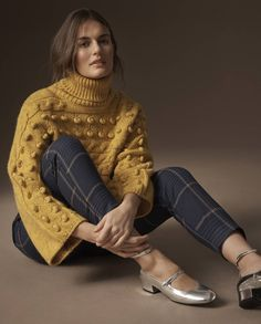 M&S The Vogue Verdict mustard yellow bobble jumper/sweater with turtleneck, flared sleeves // Winter Warmer fashion trends Look Fashion, Fashion Outfits, Womens Fashion, Fashion Trends, Retro Fashion, Winter Outfits, Casual Outfits, Winter Dresses, Winter Mode