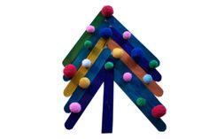 Strefa Dzieci - Choinka z kolorowych patyczków, praca dla najmłodszych