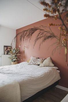 Nice for your bedroom: a rust brown color on your wall - .- Leuk voor je slaapkamer: een roestbruine kleur op je muur – INTERIOR JUNKIE Nice for your bedroom: a rust brown color on your wall - Bedroom Inspo, Home Bedroom, Master Bedroom, Bedroom Decor, Bedroom Brown, Bedroom Wall Colors, Bedroom Ideas, Pink Bedroom Walls, Modern Bedroom