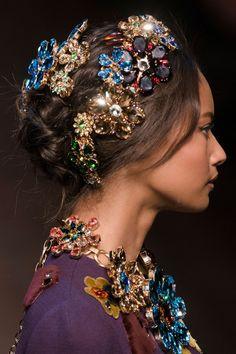 Saca las joyas y póntelas en....¿el pelo? #Tendencias en peinados.