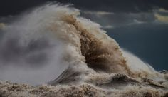 The Spectacular Rip-roaring Waves of Lake Eries 'Novembers Witch'.