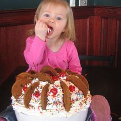 20 Outrageous Ice Cream Sundaes from Across the U. Hershey Chocolate, Chocolate Syrup, Chocolate Chip Cookies, Frozen Custard, Frozen Yogurt, 99 Ice Cream, Whipped Cream, Strawberry Topping, Ice Cream Desserts