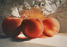Linda Lucas Hardy is an American artist specializing in colored pencil painting. I browsed her website and several other links offered on this page and learned about the medium and some of its uniq...
