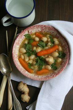 Soupe d'haricots à écosser à la citronnelle et gingembre