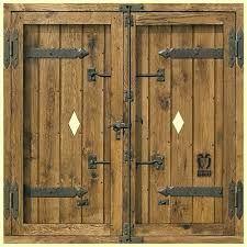 Forja noble herrajes de forja para puertas rusticas y - Portones de madera antiguos ...