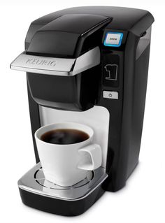 The Keurig K-Cup MINI Plus brewing system brews a perfect cup of coffee, tea, hot cocoa, or iced beverage in under two minutes at the touch of a button. With the choice of three cup sizes, the MINI Plus brewer offers a removable Drip Tray to accommod Single Cup Coffee Maker, Pod Coffee Makers, Best Coffee Maker, Coffee Lovers, Coffee Geek, Starbucks Coffee, Mini Plus, Keurig Mini, Tea Brewer