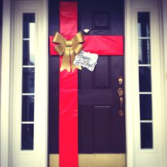 This holiday #DIY door would be a great addition to your decor this season!