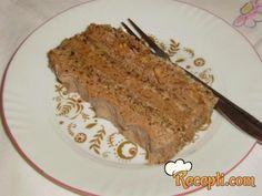 Recept za Snikers tortu. Za spremanje poslastice neophodno je pripremiti belanca, šećer, kikiriki, keks, brašno, ulje, prašak za pecivo, maslac, margarin, čokoladu.