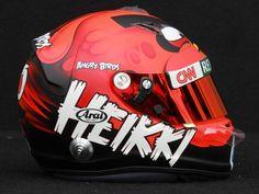 Capacete do piloto finlandês Heikki Kovalainen, patrocinado pelo Angry Birds na Fórmula 1