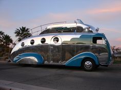 I want to have a cocktail on that roof. This DecoLiner is a beautiful vintage #RV.