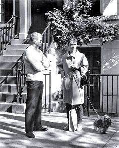 The actress Audrey Hepburn (with Mr. Famous, her Yorkshire Terrier) photographed with the film director Blake Edwards (in front of the building that was rented to be Holly Golightly's apartment, on 167 East Street, in Manhattan) in New York. Blake Edwards, Breakfast At Tiffany's, Audrey Hepburn Born, Holly Golightly, Golden Age Of Hollywood, Vintage Hollywood, Classic Hollywood, I Icon, British Actresses