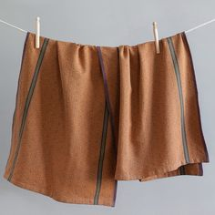 The Boma Cloth is a multi-purpose kitchen cloth, available in 12 earthy and vibrant colour combinations, each inspired by elements of the South African natural landscape.