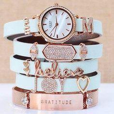 High Vibe Crystal Jewelry Mood Board - new season bijouterie Keep Jewelry, Cute Jewelry, Jewelry Shop, Jewelry Accessories, Fashion Jewelry, Women Jewelry, Jewelry Trends, Jewelry Bracelets, High Jewelry