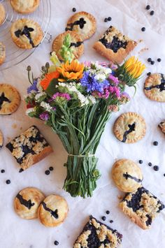 Two kinds of blueberry pie: blueberry hand pies and traditional Finnish blueberry pie with crumble on top. Hand Pies, Blueberry, Sweet Treats, Traditional, Cookies, Desserts, Top, Life, Tailgate Desserts