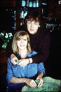 Sir Paul McCartney has spoken candidly of his love for his first wife Linda in a revealing article published in the Sunday Times Magazine. Beautiful Couple, Beautiful Men, The Beatles 1, Beatles Photos, Linda Eastman, Paul Mccartney And Wings, Jane Asher, Sir Paul, The Fab Four