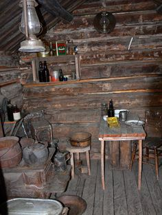 Trapper Cabin Interior One Rooms Small Log Cabin, Tiny House Cabin, Little Cabin, Cabin Homes, Log Homes, Old Cabins, Tiny Cabins, Cabins And Cottages, Cabin Interiors