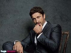 Look Who Stopped by PEOPLE's Hollywood Film Awards Photo Booth   GERARD BUTLER   What was J.Lo thinking? That might be what's on Butler's mind as the actor, who picked up the Hollywood Animation award, poses for this photo following Lopez's hilarious flub while introducing his movie How to Train Your Dragon 2.