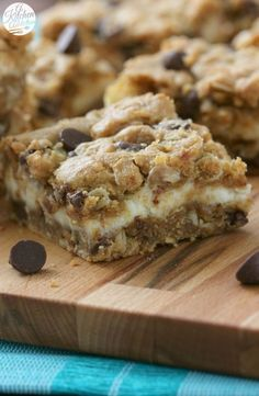 Healthy Peanut Butter Chocolate Chip Cheesecake Bars Recipe from A Kitchen Addiction Chocolate Chip Cheesecake Bars, Oatmeal Chocolate Chip Cookies, Chocolate Peanut Butter, Cookie Cheesecake, Cookie Bars, Chocolate Oats, Bar Cookies, Chocolate Desserts, Yummy Treats