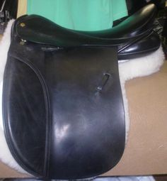 "18"" wide fitting black straight cut working hunter style saddle."