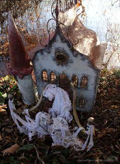 Victorian style fairy house fairy garden ideas miniature doll house Maison de poupée du Chaperon rouge