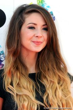 I love her hair soooo much<33