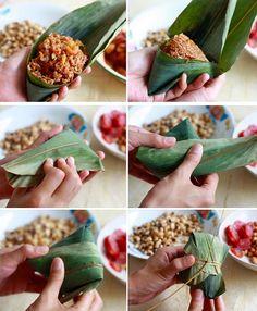 How to fold Traditional Zongzi Rice Dumplings (Bak Chang 肉粽) Yummy Asian Food, Easy Asian Recipes, Yummy Food, Ethnic Recipes, Asian Snacks, Asian Desserts, Asian Appetizers, Tamales, Malaysian Food