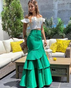 love the skirt it would look fab on me lol Classy Outfits, Chic Outfits, Edwardian Dress, Satin Skirt, Cute Skirts, African Dress, African Fashion, Dress To Impress, Designer Dresses