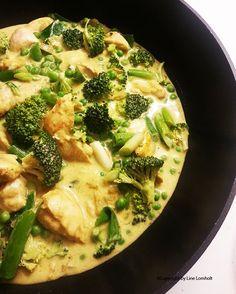 Thai kylling i rød karry og kokos1 Food N, Food And Drink, Vegan Chipotle, Asian Recipes, Healthy Recipes, Weight Loss Eating Plan, Vegan Coleslaw, Food Crush, Everyday Food