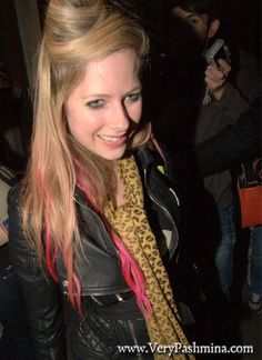 #AvrilLavigne Wears A Black And Yellow #Scarf In London