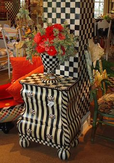 Painted black and white bombe table - This looks like a fun store...