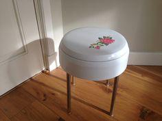 VTG Retro ijdelheid kruk / / Rose kitscherige deco / / zware Plastic / / opslag / / Carrara Matta / / Italiaans Design