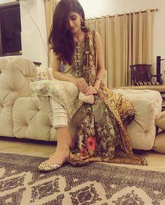 Beautiful Mawra Hocane First Picture of Eid 2017! #Beautiful #Lovely #PrettyGirl #MawraHocane #Eid2017 #EidUlFiter #PakistaniFashion #PakistaniActresses #PakistaniCelebrities ✨