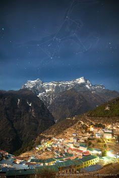 Constelación de Orión por encima de los Himalayas