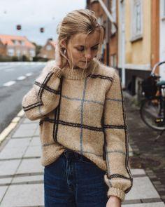 26 Νοε 2019 - Discover the most beautiful free knitting patterns for Autumn including knitwear, chunky blankets, foxes, squirrels & more. Find our favourite patterns to buy too Vintage Knitting, Vintage Crochet, Free Knitting, Free Sewing, Sock Knitting, Vogue Knitting, Knitting Machine, Raglan Pullover, Sweater Knitting Patterns