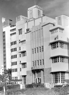View of the Richmond, the Raleigh, and the Shelbourne hotels - Miami Beach, 1948. Florida. State Archives of Florida, Florida Memory, http://floridamemory.com/items/show/68116.