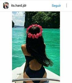 #barca #mar #agua #lago #corona de flores #espalda