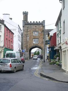 http://media-cdn.tripadvisor.com/media/photo-s/01/09/85/55/the-old-west-gate-clonmel.jpg