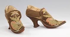 Sapatos em seda bordada. Ano de 1690 -  MMA