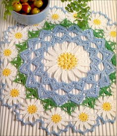 Toalha de croche flores sobre a mesa - CROCHE COM RECEITAS