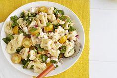 Cette superbe salade combine deux grands favoris: la salade de pâtes et la salade d'épinards! Et si vous avez un repas-partage, vous pouvez facilement doubler la quantité des ingrédients.