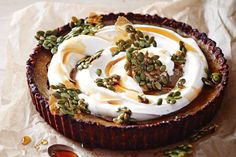 If you have gone Paleo, you& be avoiding the fruits of the agricultural era such as processed foods, refined oils, grains, legumes and most dairy. Try this easy pie that will delight your sweet tooth and stay in the Paleo zone. Paleo Pumpkin Pie, Pumpkin Pie Recipes, Sugar Free Desserts, Easy Desserts, Healthy Desserts, Paleo Dessert, Dessert Recipes, Paleo Recipes, Delicious Recipes