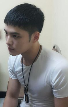 "[NEWS] 150906 JYJ Kim Jaejoong's recent photo has been revealed. ""Sculpture-like handsome PFC. Asian Men Short Hairstyle, Asian Man Haircut, Korean Haircut, Korean Short Hair, Stylish Mens Haircuts, Haircuts For Men, Jarhead Haircut, Mens Facial, Crop Hair"