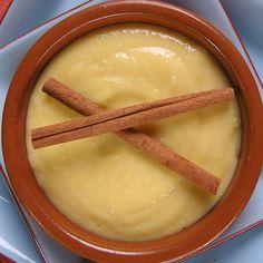 FUNCHE CON LECHE DE COCO (cornmeal with coconut milk) 4-6 Porciones; Prep. 10 Min.; Cocción 15-20 Min.; INGREDIENTES: 4 tazas leche de coco, ½ taza azúcar granulada, ¾ taza harina de maíz, pizca de sal, 4 rajitas de canela; PROCEDIMIENTO: En una cacerola mediana echa todos los ingredientes y cocina a temperatura mediana, moviendo constantemente, hasta espesar. Elimina las rajitas de canela. Sirve en copas o en un platón y decora con coco rallado.
