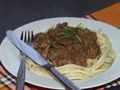 Tejszínes-vargányás őzragu - Motoros konyhája Spaghetti, Paleo, Ethnic Recipes, Food, Essen, Beach Wrap, Meals, Yemek, Noodle