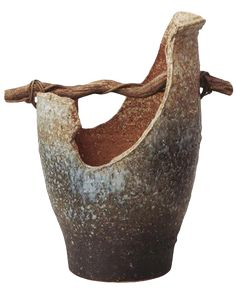 Japanese Pottery :: Ikebana Vase with Handle :: Japanese Ceramic . Pottery Pots, Ceramic Pottery, Slab Pottery, Kintsugi, Japanese Ceramics, Japanese Pottery, Arrangements Ikebana, Sogetsu Ikebana, Pottery Designs