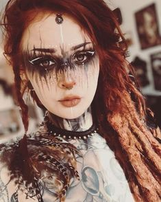 Oh my god, isn´t she stunning? I love the makeup from Perfect for LARP and Cosplay ideas. ⁣ ⁣ Oh my god, isn´t she stunning? I love the makeup from Perfect for LARP and Cosplay ideas. Witch Makeup, Sfx Makeup, Cosplay Makeup, Costume Makeup, Makeup Art, Hair Makeup, Zombie Makeup, Cosplay Dress, Makeup Geek