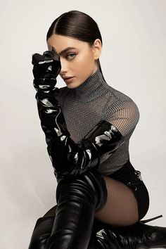 Fashion Editor, Editorial Fashion, Fashion News, Fashion Models, Ariana Grande Photoshoot, Photoshoot Style, Vogue Brazil, Leder Outfits, Black Leather Gloves